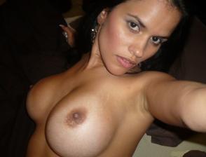 sexy latina mit große titten oben ohne